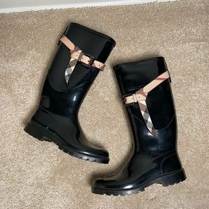 Burberry Black Rain Boot With Plaid Belted Top